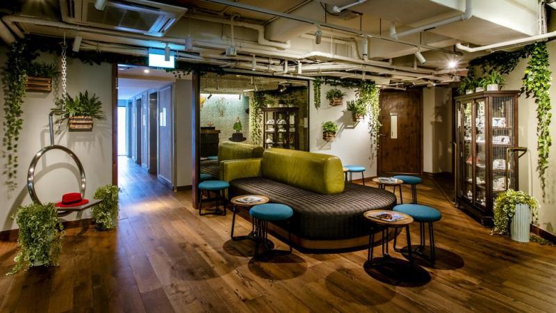 美式工业风为主,配饰和空间设计也非常复古清新,绿植将室内空间装点得图片