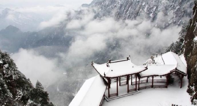 驾云台位于大明山风景区内山神石旁边
