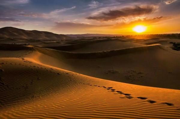 一望无际的沙漠在等着您