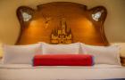 优先通道提前1小时入园 上海迪士尼乐园酒店门票套餐(住宿+早餐可选+门票套餐可选+免费园区接驳车+已含税和服务费)