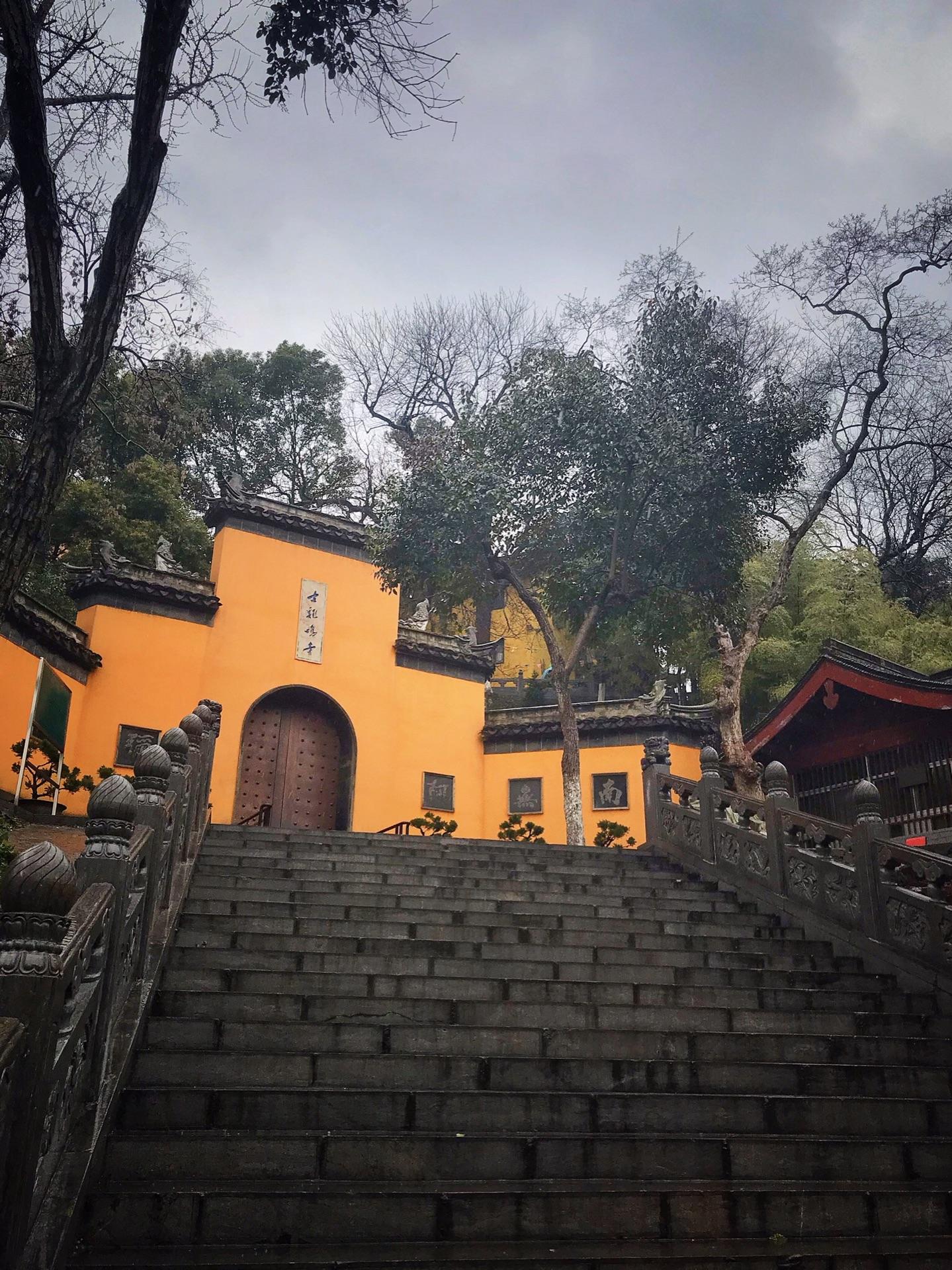 雨天之古鸡鸣寺