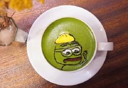铜锣湾Cafe新推搞怪Pepe拉花咖啡-日式芝麻/抹茶咖啡/3D立体公仔拉花咖啡