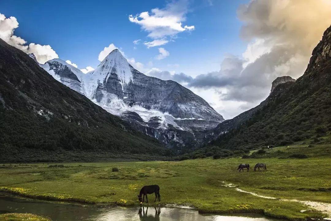 """一起奔赴稻城亚丁,用音乐对话自然 2020年""""让世界听见稻城亚丁""""雪山下的音乐之旅即将开启"""