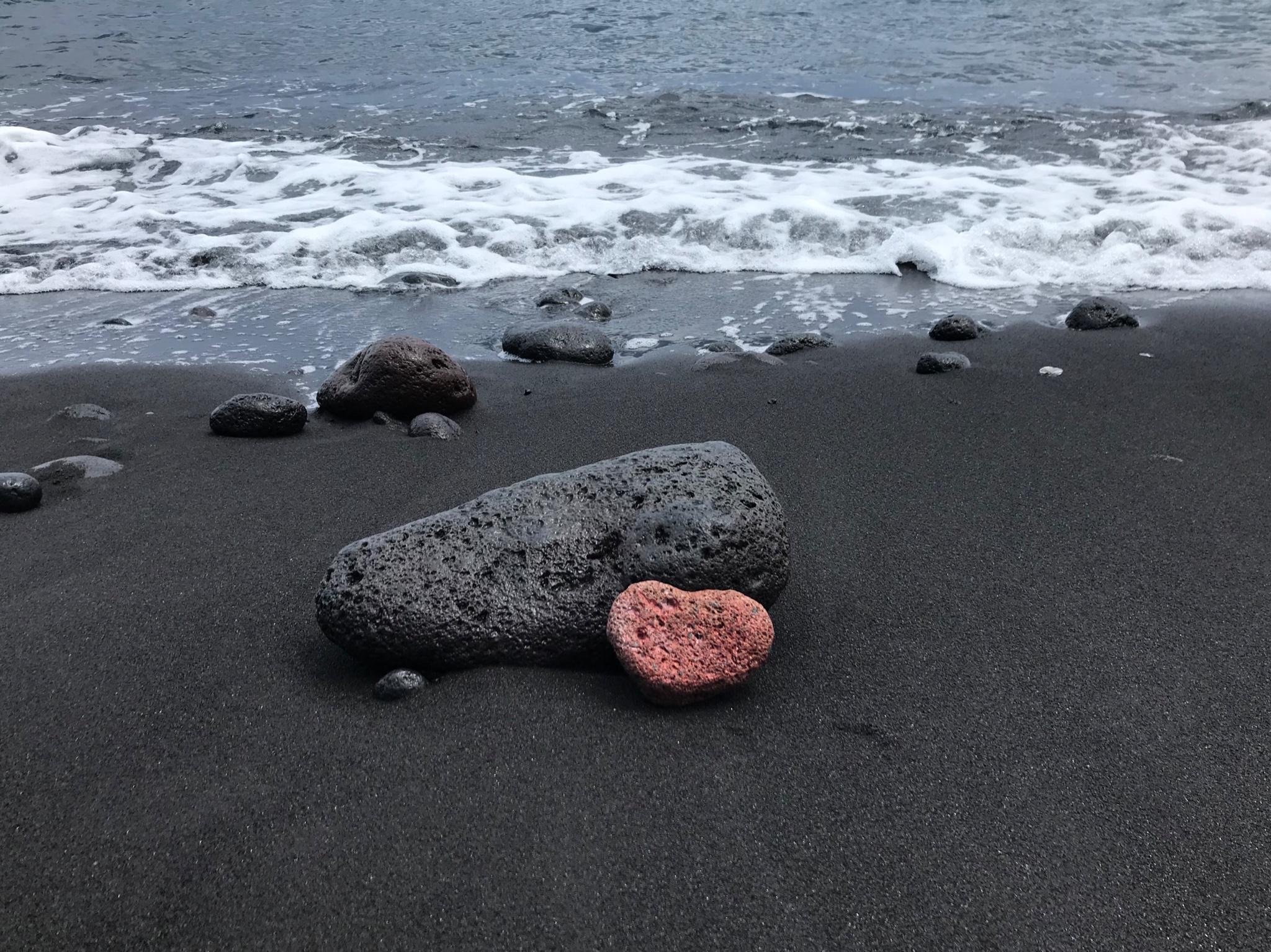 美丽传说之外,火山熔岩黑沙滩的西西里_游记