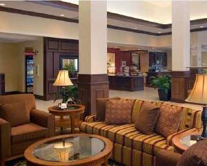 东克利夫兰 梅菲尔德村希尔顿花园酒店预订 东克利夫兰 梅菲尔德村