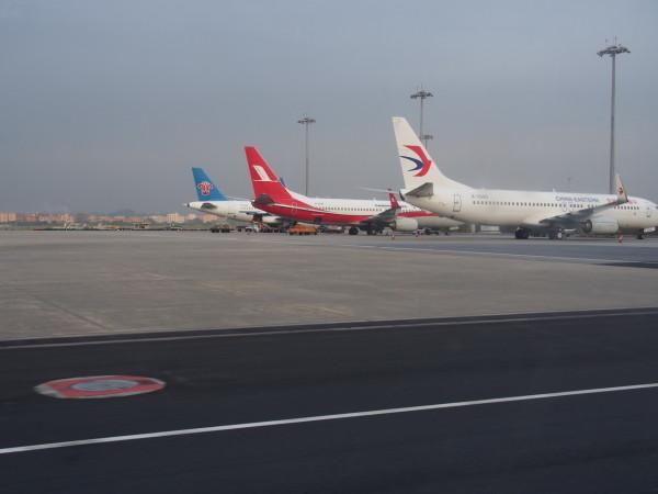 南航a319(b-6242,2007年11月21日交付),上海航空b738(b-5315,2007年7