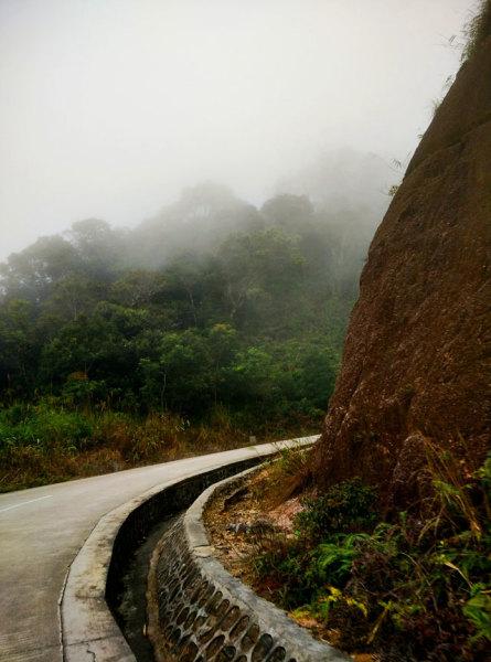 三亚/在天池我们并没有停下来,因为我们行程计划是先到雨林谷拍摄,...