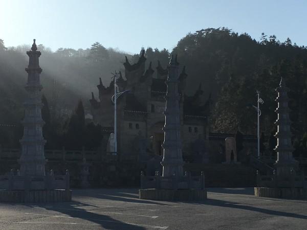 河南省新县夜晚风景图