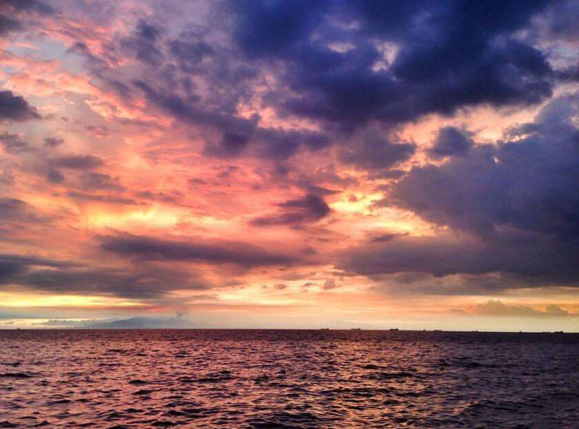 """位于菲律宾最大的岛屿吕宋岛马尼拉湾的东岸,也称""""小吕宋""""."""