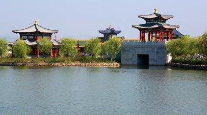横店圆明新园皇家动物乐园是中国野生动物保护协会