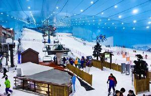 迪拜娱乐-迪拜室内滑雪场