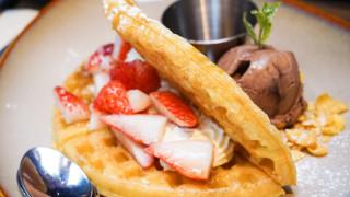 冰淇淋草莓华夫格子